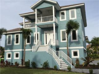 6215 Pasadena Point Blvd S, Gulfport, FL 33707