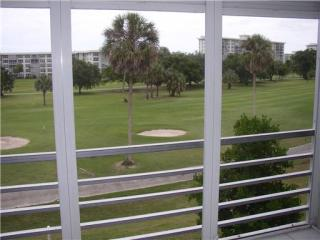 3850 Oaks Clubhouse Drive #303, Pompano Beach FL