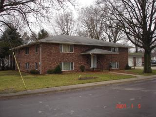303 N 3rd St, Roanoke, IL 61561