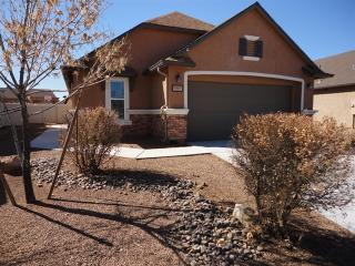 8427 W Razorbill Dr, Tucson, AZ 85757