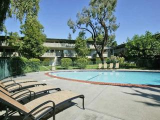 3375 Alma St, Palo Alto, CA 94306