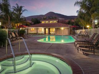 241 Country Club Dr, Simi Valley, CA 93065