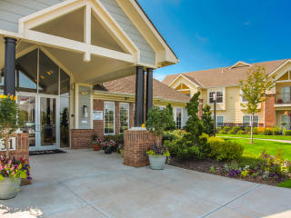 4631 S Eastland Center Dr, Independence, MO 64055