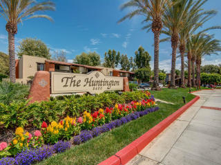 8400 Edinger Ave, Huntington Beach, CA 92647