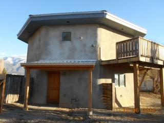6 Fernandez Rd, Taos, NM 87514
