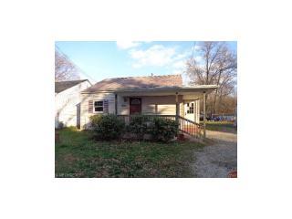 1451 Pin Oak Dr, Akron, OH 44312