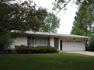 724 26th Ave NW, Minot, ND 58703