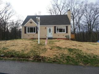 240 Forest Dr, Irwin, PA 15642