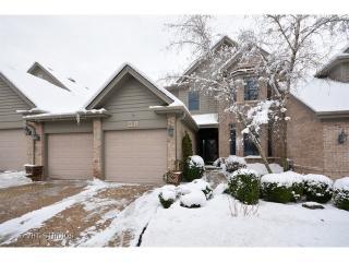 903 Oak Crest Ln, Saint Charles, IL 60175
