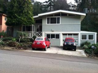 6460 Thornhill Dr, Oakland, CA 94611
