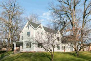 2 Wellesley Way, Iowa City IA