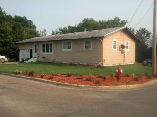 316 2nd St NW, Rugby, ND 58368