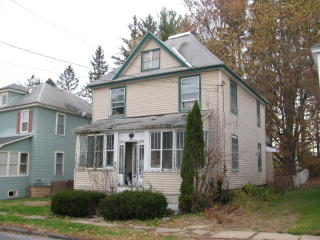 4 Elmwood Ave, Johnstown, NY 12095
