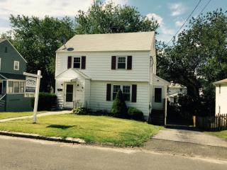 91 Clinton Ave, Stratford, CT 06614