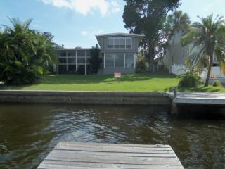 915 Bayshore Dr, Tarpon Springs, FL 34689