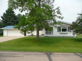 402 4th Ave SW, Steele, ND 58482
