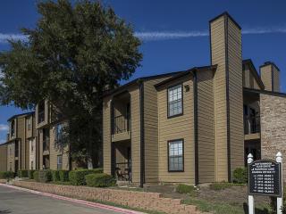 2105 Cottonwood Club Rd, Arlington, TX 76010