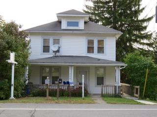 322 N Main St, Moscow, PA 18444