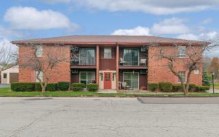 101 Woolery Ln, Dayton, OH 45415