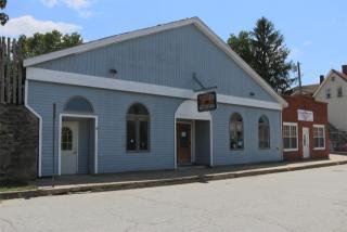 17 Mathewson St, Jewett City, CT 06351