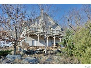 169 Blueberry Hl, Greenwood Lake, NY 10925