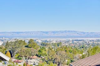 608 Lakeview Way, Emerald Hills CA