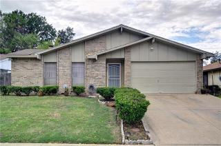 2704 Friarford Rd, Fort Worth, TX 76112