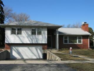 114 E Lahon St, Park Ridge, IL 60068