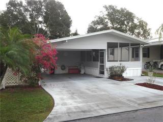 2012 Lake Linda Cir, Lutz, FL 33558
