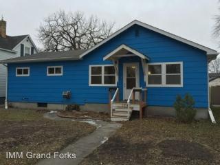 1014 Oak St, Grand Forks, ND 58201