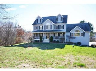 15 Valley St, Dunstable, MA 01827