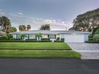 816 Acacia Rd, Vero Beach, FL 32963