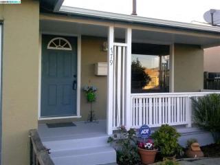 779 35th St, Richmond, CA 94805