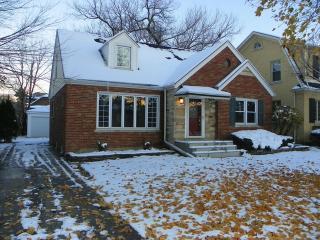 9921 S Hoyne Ave, Chicago, IL 60643