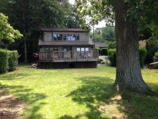 30 McNabb Rd, Lake Hopatcong, NJ 07849