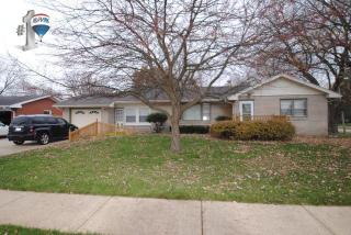 525 Clark St, Hinckley, IL 60520