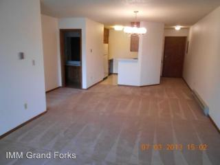 2807 17th Ave S, Grand Forks, ND 58201