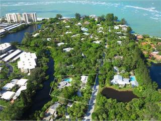 172 Sandy Hook Rd N, Sarasota, FL 34242