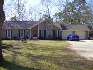 139 Hampton Ln, Leesburg, GA 31763