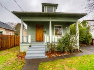 6903 SE Mitchell St, Portland, OR 97206