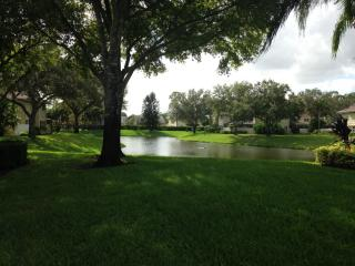 39 Essex Ct, Royal Palm Beach, FL 33411