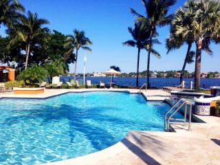 180 Yacht Club Way #203, Hypoluxo, FL 33462