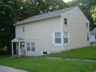 41 Victory Dr, New Haven, CT 06515