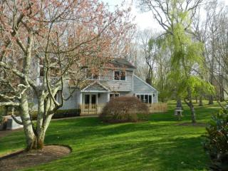 281 Edge Of Woods Rd, Southampton, NY 11968