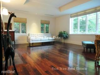 10 Gray Cliff Rd, Newton, MA 02459