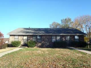 3207 Squire Ln, Country Club, MO 64506