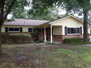 1125 Trailwood Dr, Hurst, TX 76053