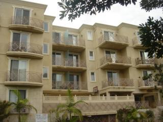 2306 Fox Hills Dr #301, Los Angeles, CA 90064