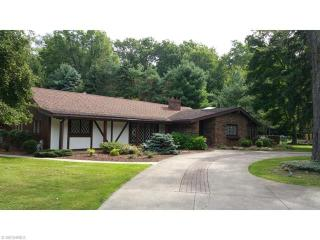 5495 Barton Road, North Olmsted OH