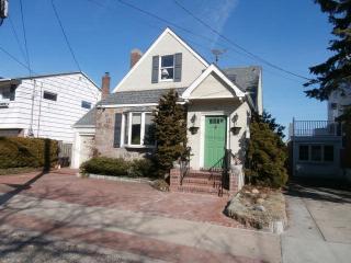 70 Mineola Ave, Point Lookout, NY 11569
